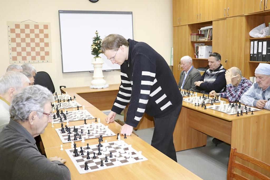 22 декабря 2018 Сеанс одновременной игры с Бочаровым И.И.